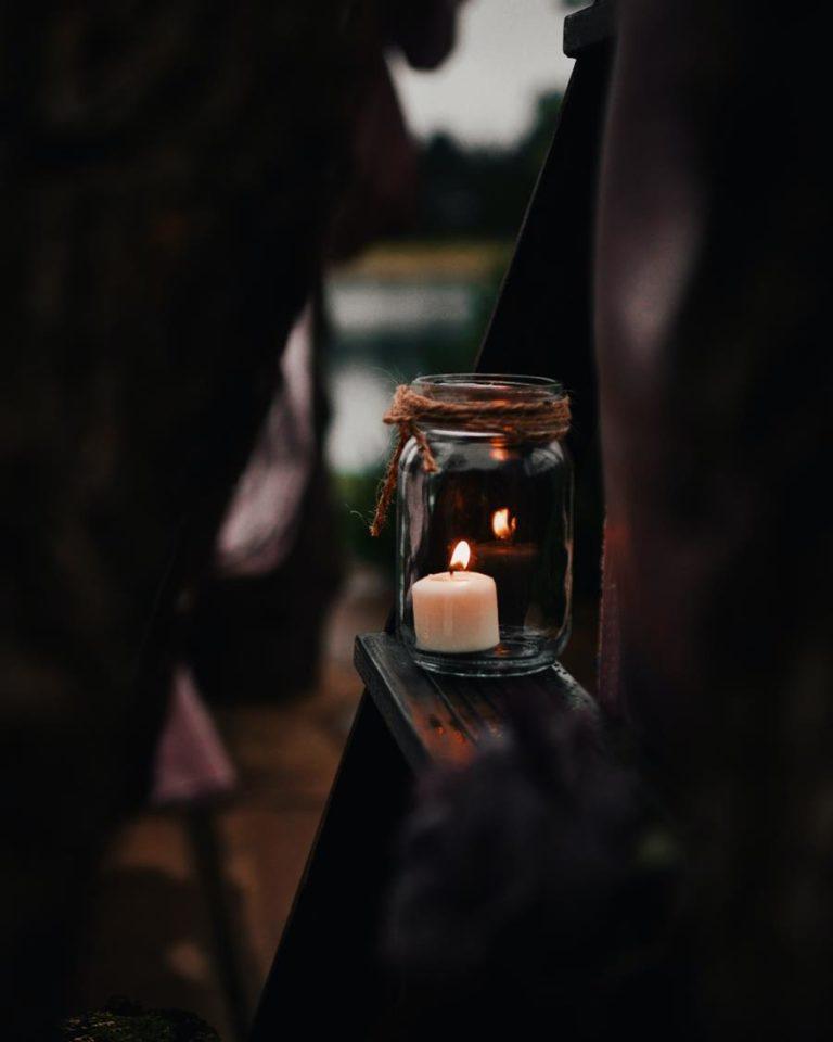 Kominki do wosków zapachowych to dobry pomysł na przyjemny aromat w domu