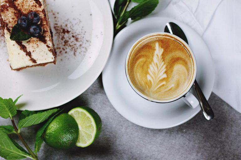 Świetne przepisy na ciasta z kremem – jakie wybrać?